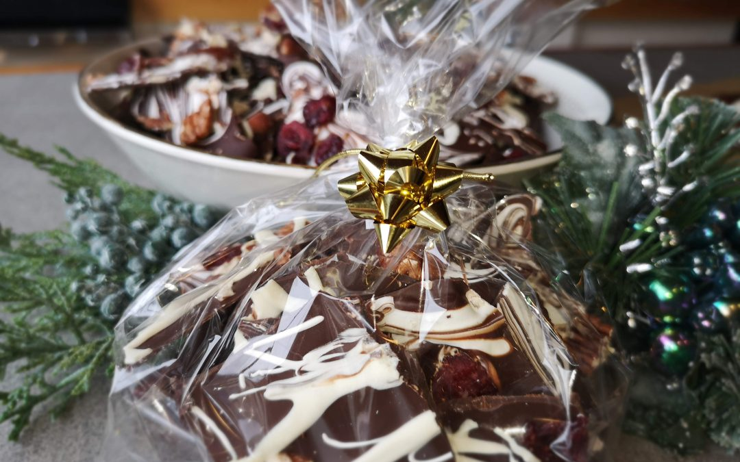 Chocolate Bark – The Easiest Peasiest Holiday Treat!